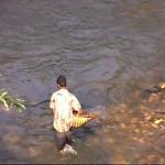 Pastel sur la rivière - chercheur de pierres précisieuses